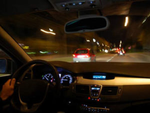 conducir de noche aumenta el riesgo