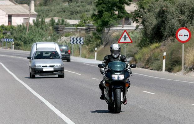 La DGT incide en la obligatoriedad del uso del casco