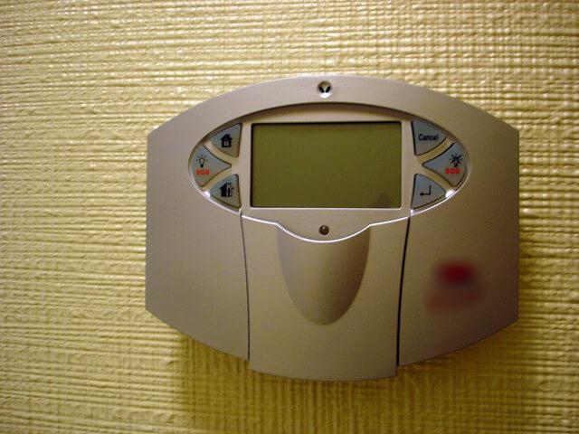 Para un hogar seguro, además de tu póliza puedes considerar instalar una alarma