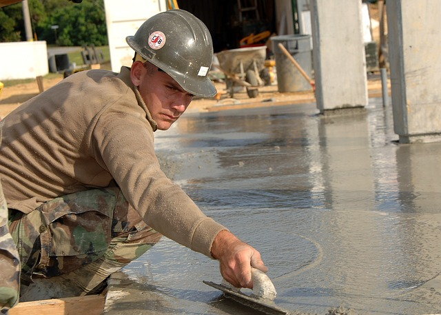 En el sector de la construcción, el seguro decenal cubre los desperfectos de un edificio durante una década