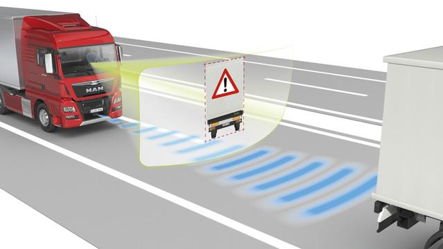 El sistema EBA busca avisar al conductor del camion de un riesgo cierto en la carretera