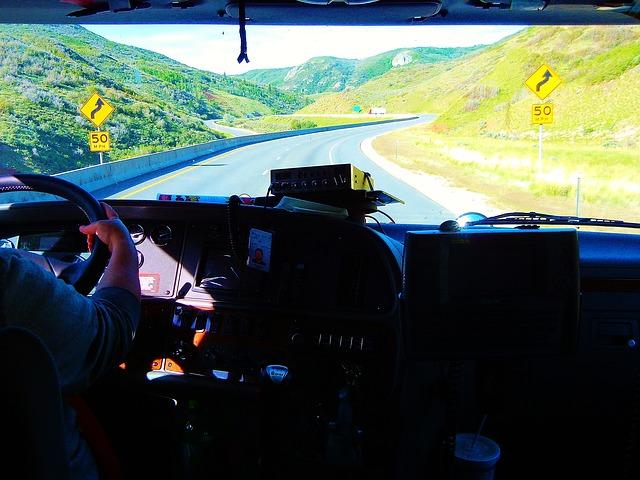 Conducir un camión de forma profesional requiere de un permiso específico y del CAP correspondiente