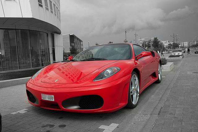 El seguro de coche de un vehículo rojo no tiene porqué ser más caro