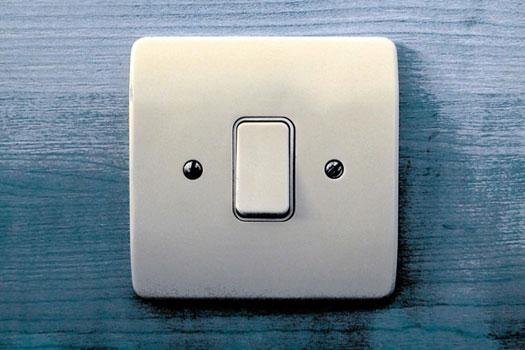 claves para ahorrar en la factura electrica - interruptor