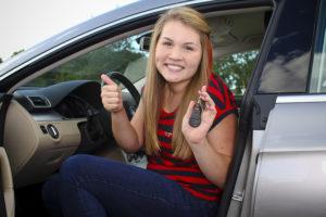 Encontrar un seguro de coche barato puede ser más difícil si eres joven
