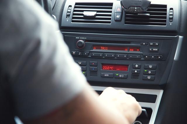 Lo menos seguro es conectarse a Internet al volante