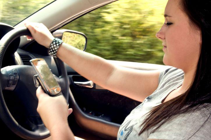 Conducir seguro es incompatible con el uso del móvil