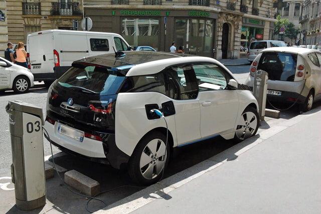 El Seguro de Coche para vehículos eléctricos con asistencia en carretera