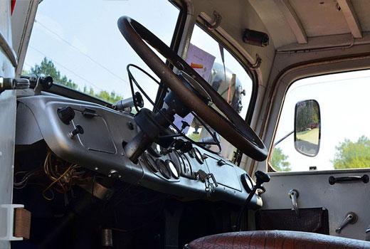 Los niños no pueden viajar en todos los camiones