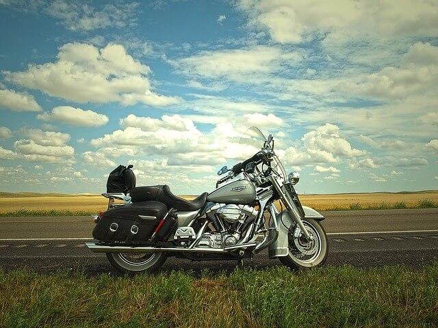 La responsabilidad de los motoristas para ir seguros en moto