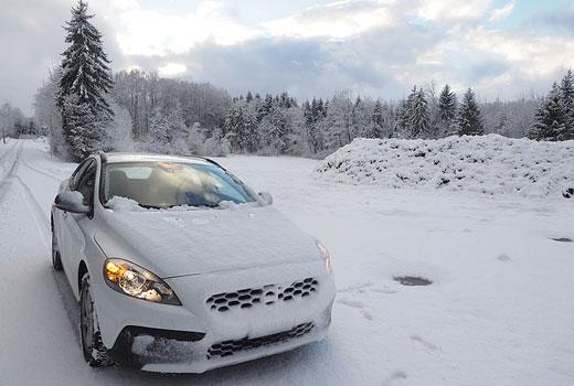 Neumaticos para conducir seguro el coche en invierno