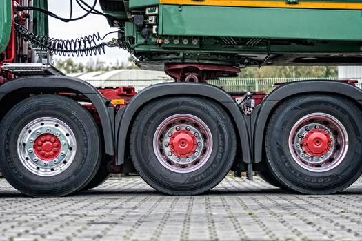 vehículo articulado camión, cabeza tractora y remolque