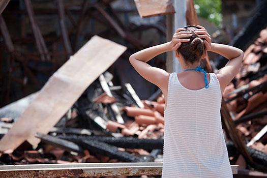 reconstruir una casa quemada