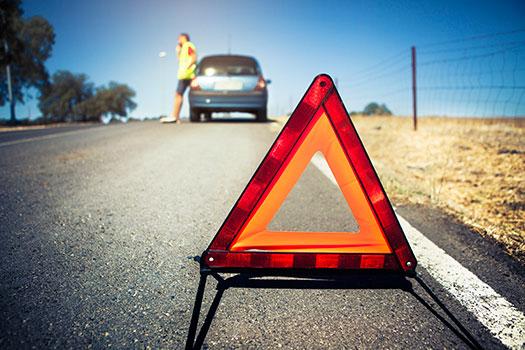Cómo actuar si nuestro coche está averiado en carretera