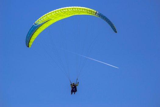 riesgo de accidente practicando con el paracaídas