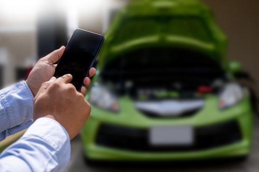 Llamar al seguro de coche por descarga de la batería