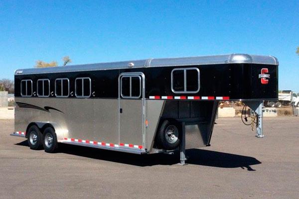 gooseneck trailer for horse transport