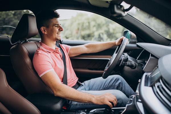conductor con el mejor seguro de coche calidad precio