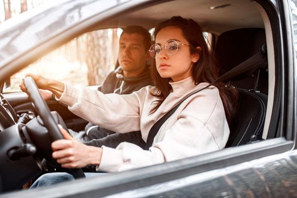 conductor ocasional joven