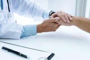 medico y paciente - los mejores seguros de salud